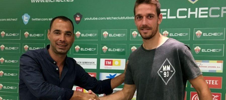 Jorge Cordero, director deportivo del Elche CF, junto con el centrocampista cordobés Manuel Sánchez.