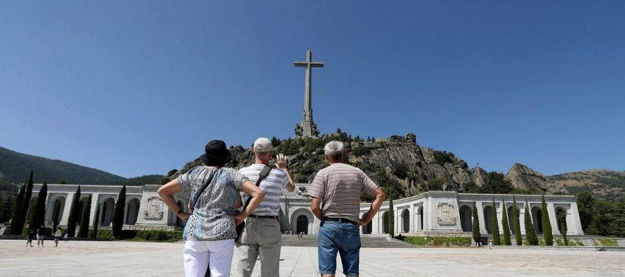 Imagen de varias personas en El Valle de los Caídos