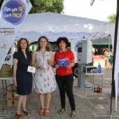 Araceli Martínez, en el centro, ha presentado la campaña en Almodóvar del Campo