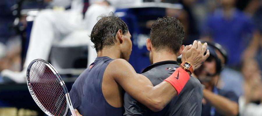 Nadal abraza a Thiem tras su partido en el US Open
