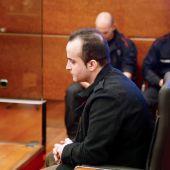 El presunto asesino de la bebé de Vitoria, durante la primera jornada del juicio