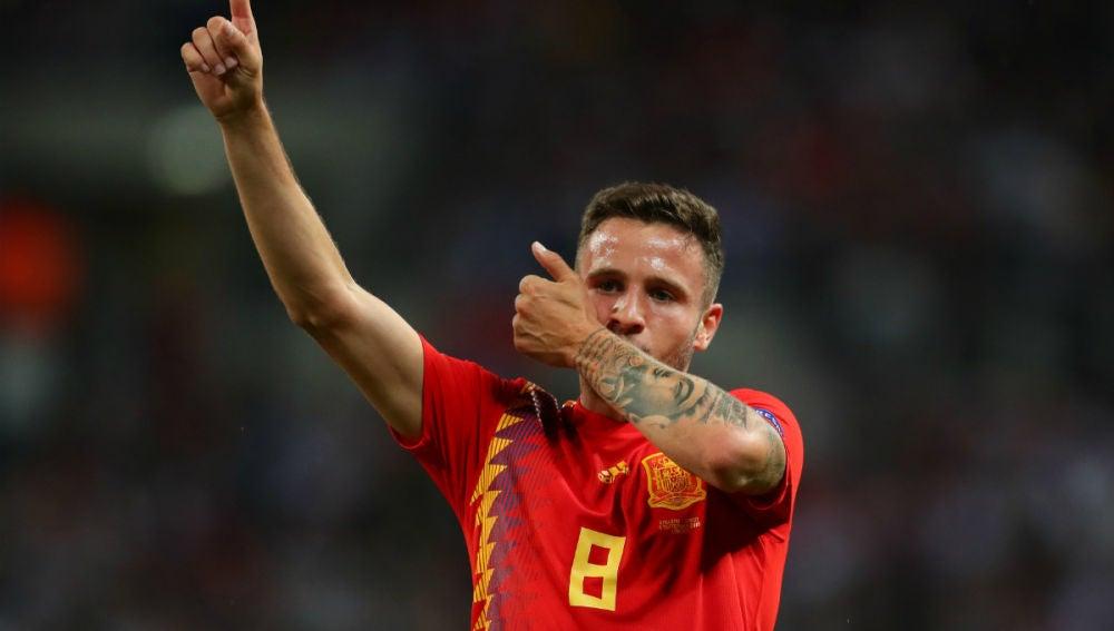 Saúl celebra un gol con España