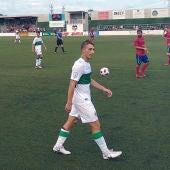 Cristo, delantero del Ilicitano, en el partido que el filial franjiverde disputó en Morvedre ante el Atlético Saguntino.