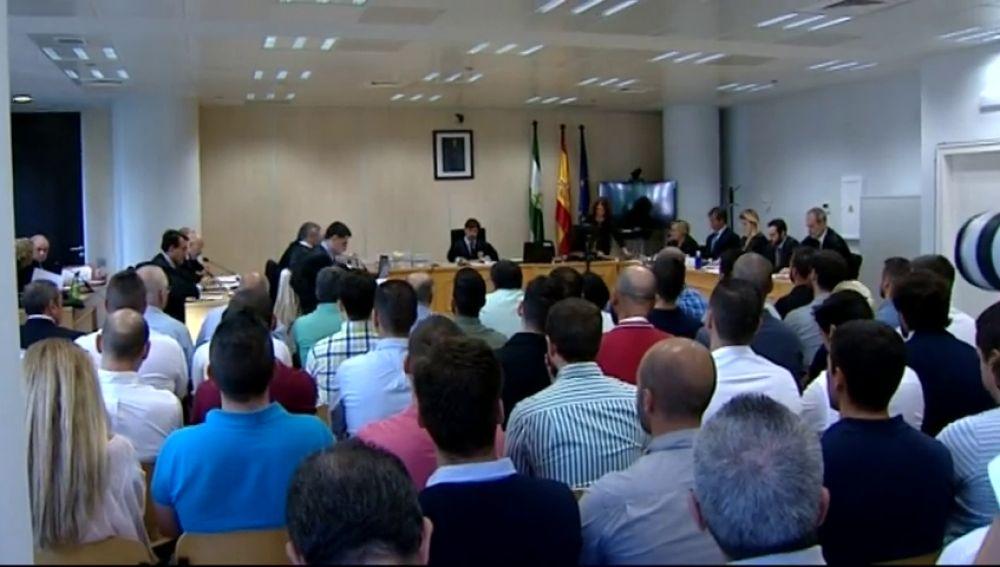 Comienza el juicio contra 37 agentes de la Policía Local de Sevilla por la supuesta filtración de los exámenes de las oposiciones
