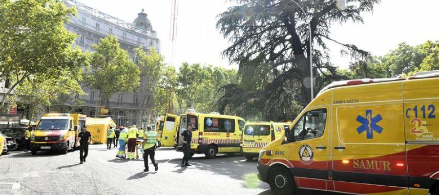 Los servicios de emergencias en las inmediaciones del Hotel Ritz de Madrid
