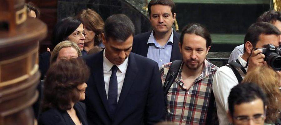 Pedro Sánchez y Pablo Iglesias entrando al Congreso