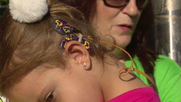 """Noelia González Bocanegra y Dr. Manuel Manrique: """"Un implante coclear se puede poner a partir de los 6 meses de edad"""""""