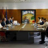 El presidente asturiano, Javier Fernández, preside la reunión del Consejo de Gobierno
