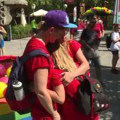 """El colectivo LGTBI reivindica sus derechos durante la celebración del 'GayDay': """"Queremos vivir como otras personas, como una familia"""""""