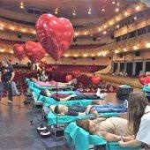 Donantes de sangre en la jornada programada en el Gran Teatro de Elche