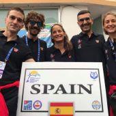 La apneísta ilicitana Isabel Sánchez Arán, a la derecha de la imagen, con los componentes de la selección española que compitió en Turquía.