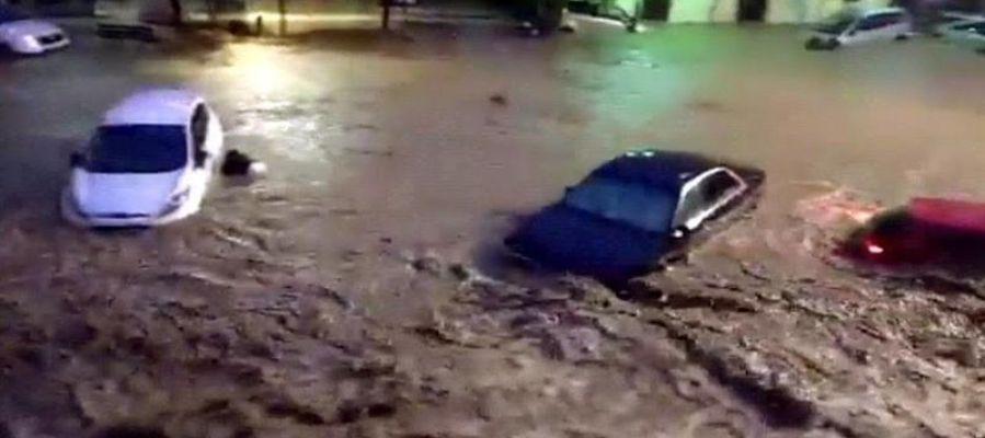 Vista de una calle de la localidad de Sant Llorenç des Cardassar (Mallorca), durante las inundaciones y el desbordamiento de torrentes