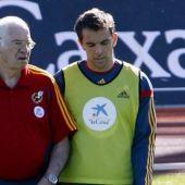 Carlos Marchena con Luis Aragonés.