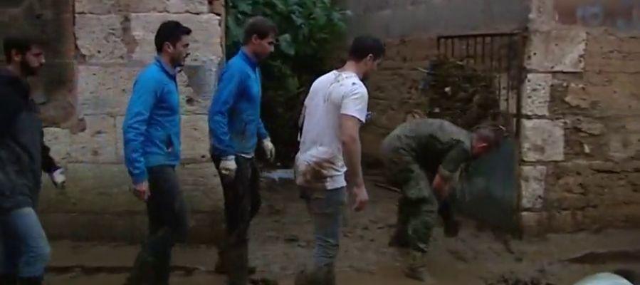 Rafa Nadal, un voluntario más colaborando con los servicios de emergencia tras las inundaciones en Mallorca