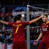 Dzeko y Pellegrini celebran un gol ante el CSKA
