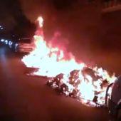 Dos contenedores incendiándose en Palma