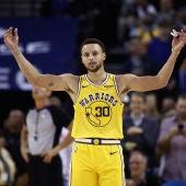 Stephen Curry celebra la victoria de los Warriors
