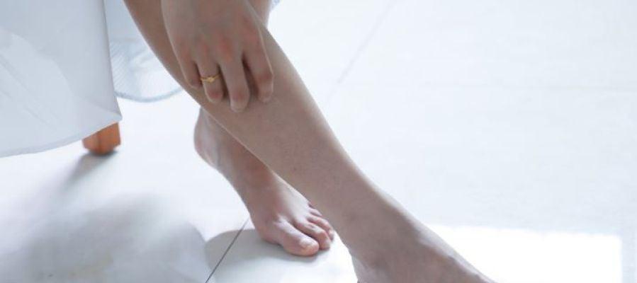 Especialistas recomiendan revisarse las piernas en otoño para tratar varices y varículas
