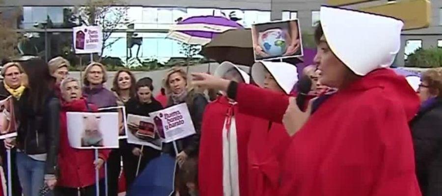 Protesta feminista contra los vientres de alquiler