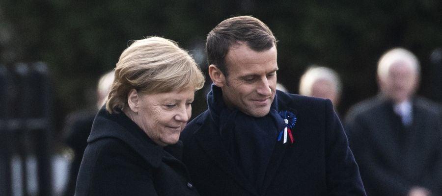 Emmanuel Macron y  Angela Merkel asisten a una ceremonia en el Memorial del Armisticio en Compiègne (al norte de París)