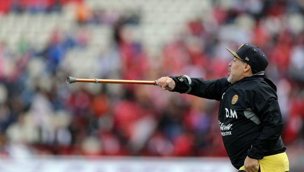 Maradona da indicaciones