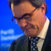 Noticias 1 Antena 3 (12-11-18) El Tribunal de Cuentas condena a Artur Mas y a tres exconsellers a pagar 4,9 millones de euros por la consulta del 9-N