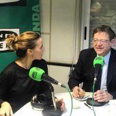 El president de la Generalitat Ximo Puig junt amb Alicia Llop en un moment de la entrevista en Vila-real en la Onda.