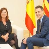 Fracina Armengol en una reunión con Pedro Sánchez