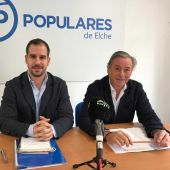 José Navarro y José Salas en la sede del PP de Elche