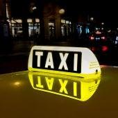 Cartel de taxi encendido
