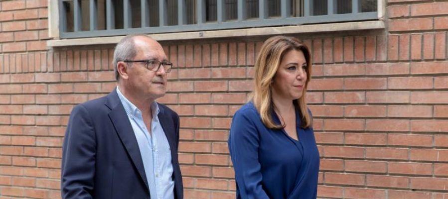 El secretario de Organización del PSOE-A, Juan Cornejo, con Susana Díaz