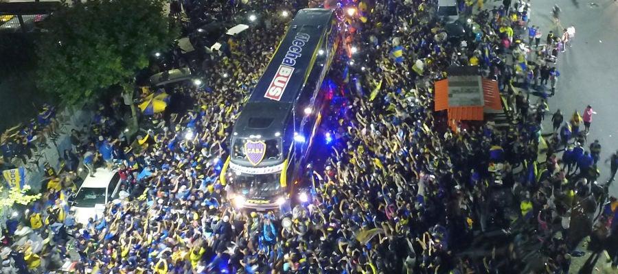 Espectacular despedida de la hinchada de Boca Juniors a su
