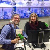Víctor Amela con Julia Otero en Julia en la Onda