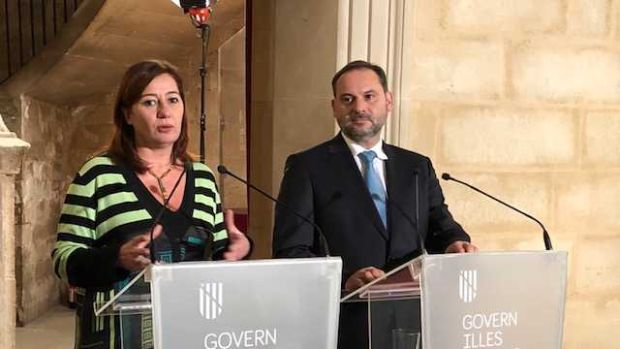 El ministro, José Luis Ábalos, y Francina Armengol.