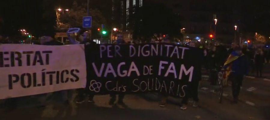 Los CDR cortan la Diagonal de Barcelona exigiendo la dimisión del conseller de Interior por las cartas de los Mossos