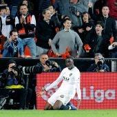 Diakhaby celebra su tanto con el Valencia