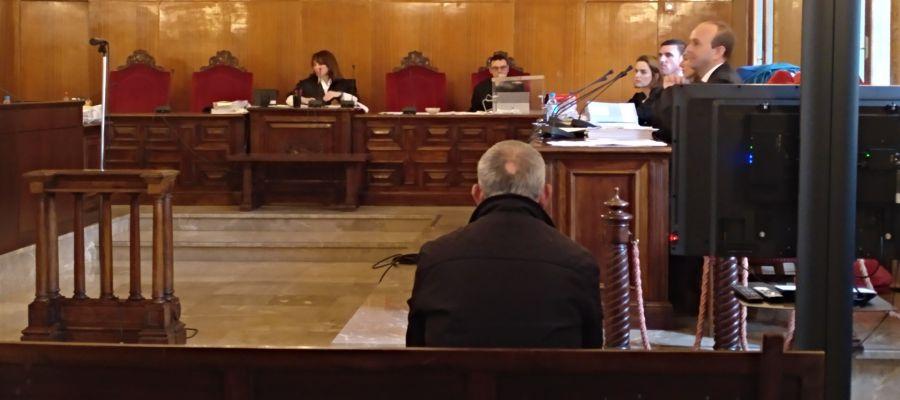El acusado de matar a Lucia Patrascu durante el juicio