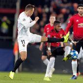 Cheryshev en un lance del balón ante los jugadores del United