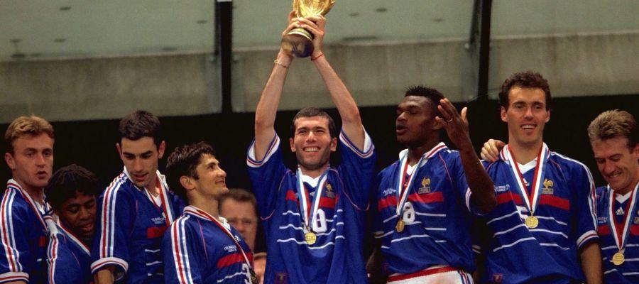 Zidane levanta la Copa del Mundo en 1998