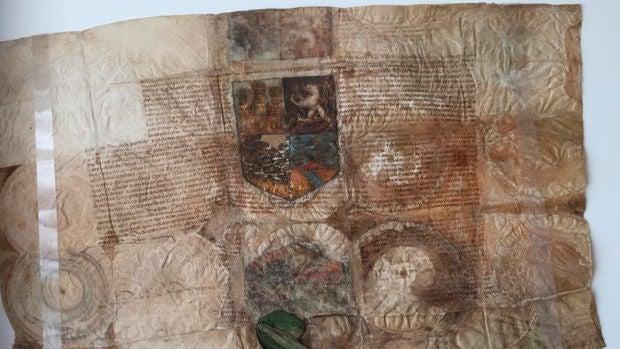 Documento en el que los Reyes Católicos entregan el escudo de armas a Cristóbal Colón
