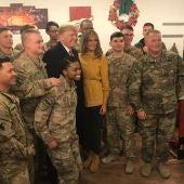 Trump y su esposa viajaron por sorpresa a Irak en Navidad para visitar tropas