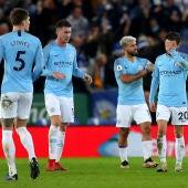 Los jugadores del City lamentan un gol en contra