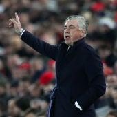 Carlo Ancelotti en un partido del Nápoles