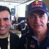 Darío Rodrígue, junto al piloto Carlos Sainz
