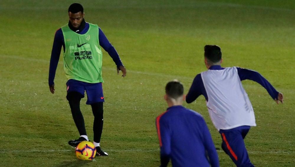 Lemar, en un entrenamiento con el Atlético