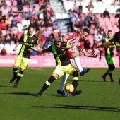 Salva Sevilla jugando frente al Almería