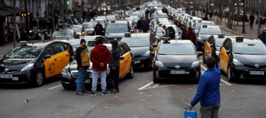 Taxistas protestan en el centro de Barcelona