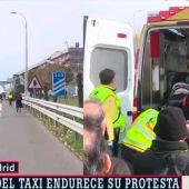 El Samur atiende a un taxista arrollado en la A2