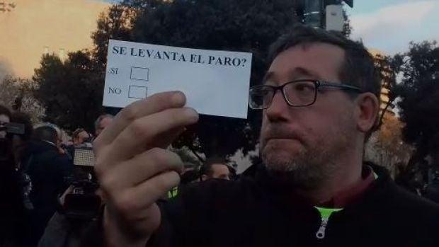 Los taxistas de Barcelona votan la propuesta de Torra para saber si continúan con la huelga indefinida