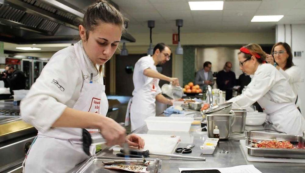 Cristina Gómez, ganadora del VII Concurso de Cocina Creativa con Granada mollar de Elche